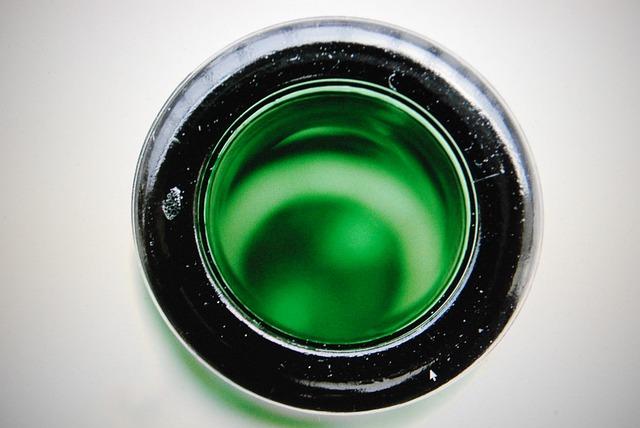 otevřená lahvička