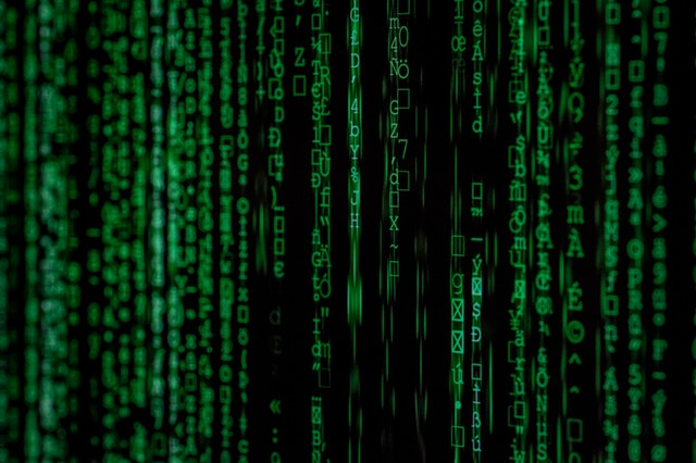 Zelená čísla (data) na obrazovce