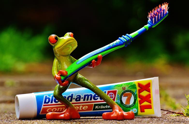 Pomůcky k čištění zubů