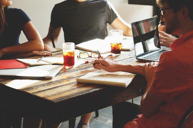 pracovní schůzka meeting